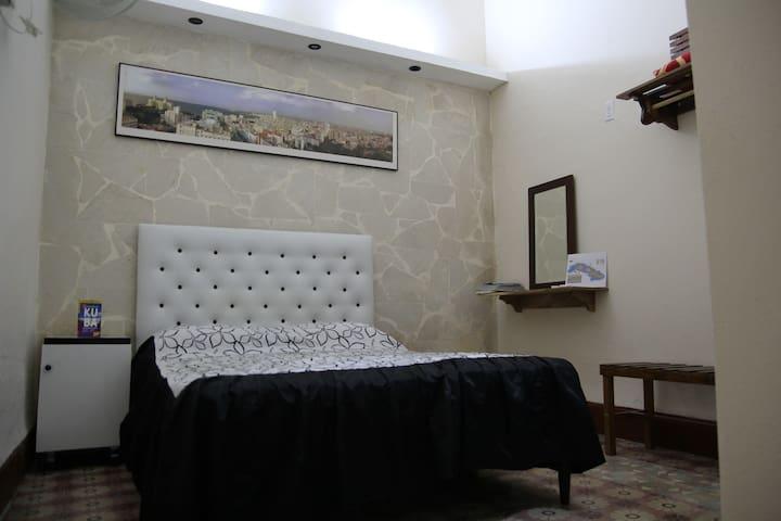 CONFORTABLE Habitacion privada, CASA  INGUANZO