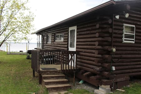 Cozy Log Cabin on Lake Champlain - 3BR Sleeps 8!