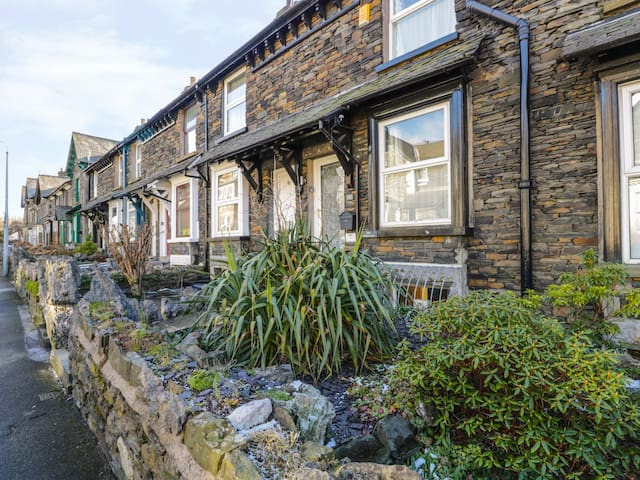 MRS PUDDLEDUCKS, family friendly in Bowness-On-Windermere, Ref 972629