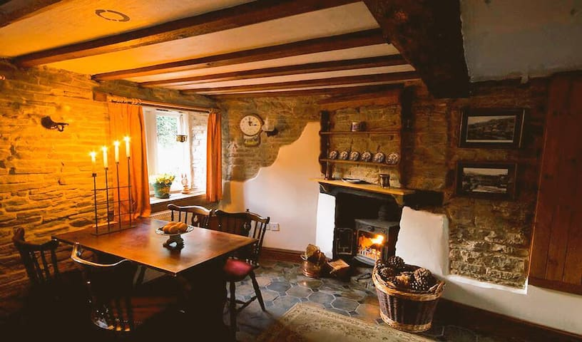 Romantic cosy holiday cottage (35% off weekly stay