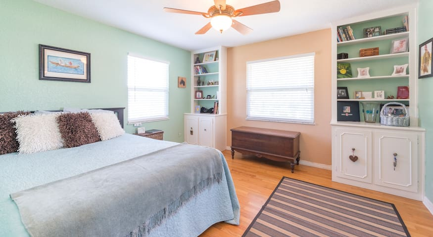 Gorgeous Neighborhood bedroom - All guests welcome - Maitland - Huis