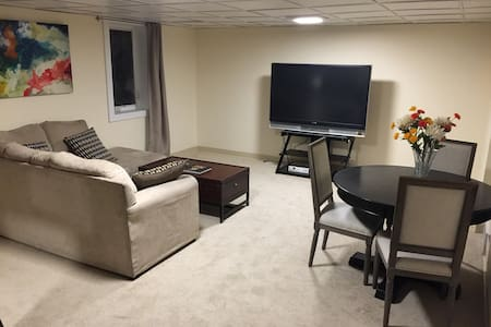 Comfortable Private Quarters near South Broadway - Englewood - Casa