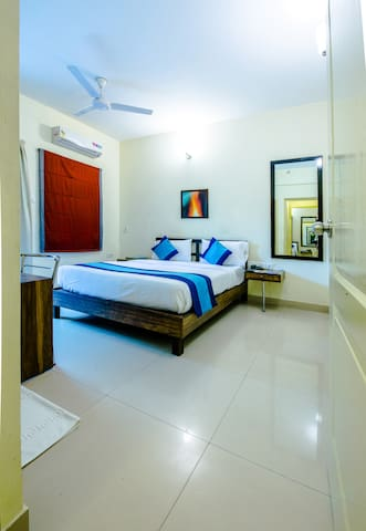 3 BHK Opp Ulsoor Lake for 9 Pax with Wifi