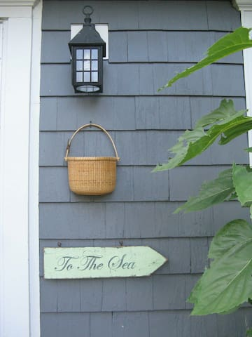 Cape-Cod Style Room by Train-Beach - Quincy - House