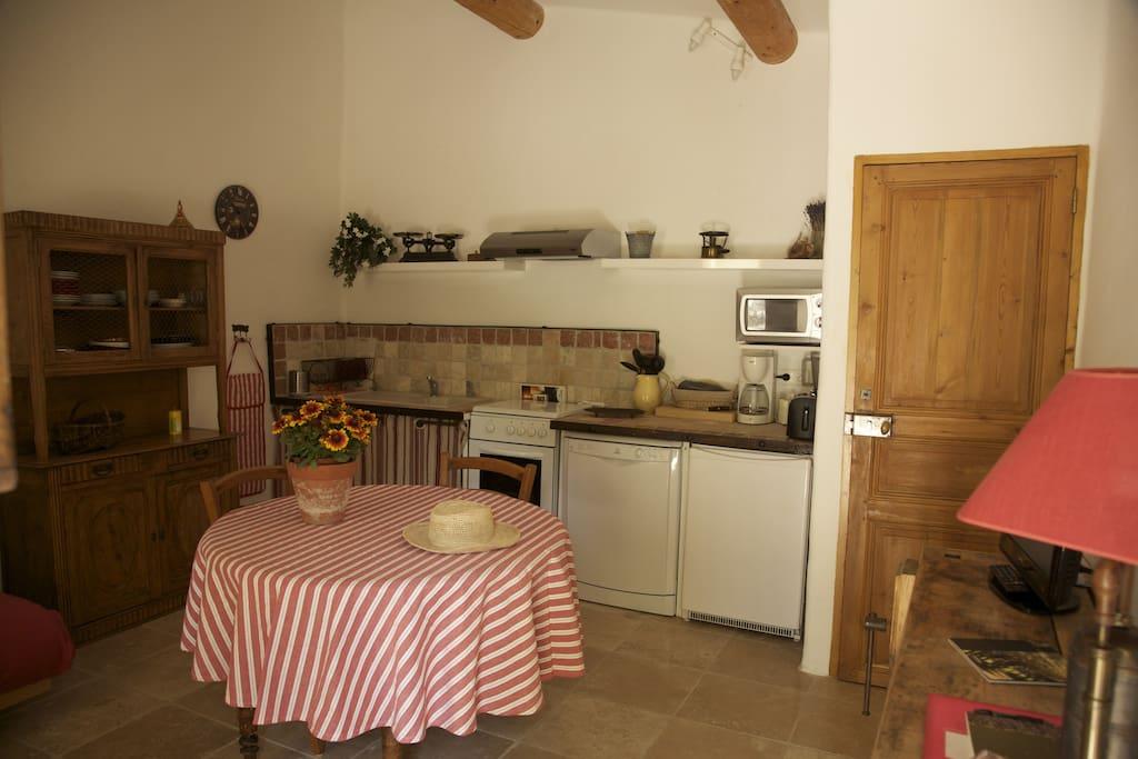 Cuisine et salle à manger/salon entièrement équipées
