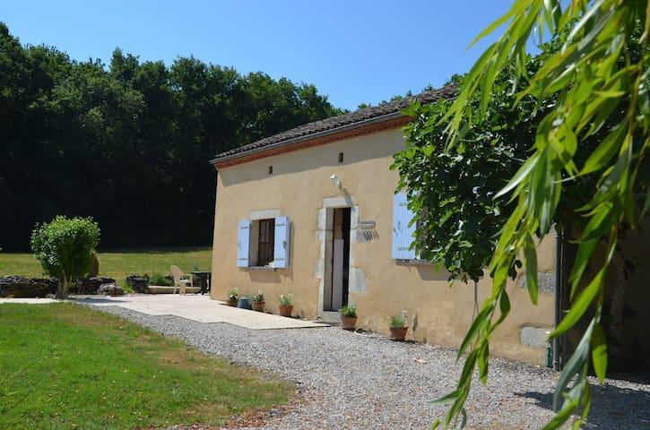 Calm on cottage - Saint Eutrope de born  - Dům