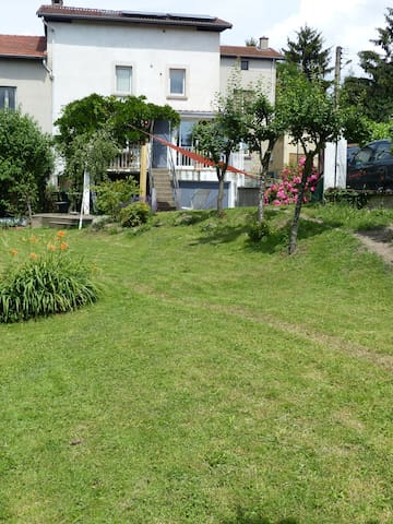 Habitacion en casa con jardin - Villars, Loire - บ้าน