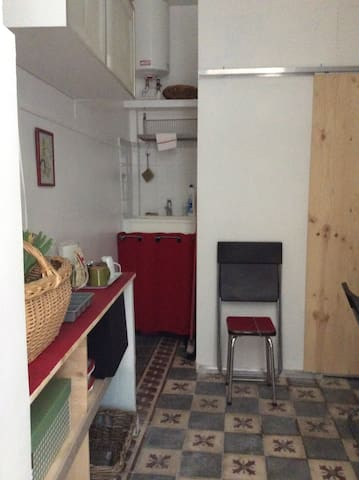 Studio independant, refait a neuf, - Nîmes - Bed & Breakfast