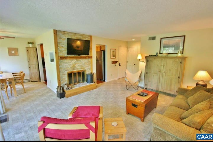 Cozy Updated Wintergreen Condo at Devil's Knob