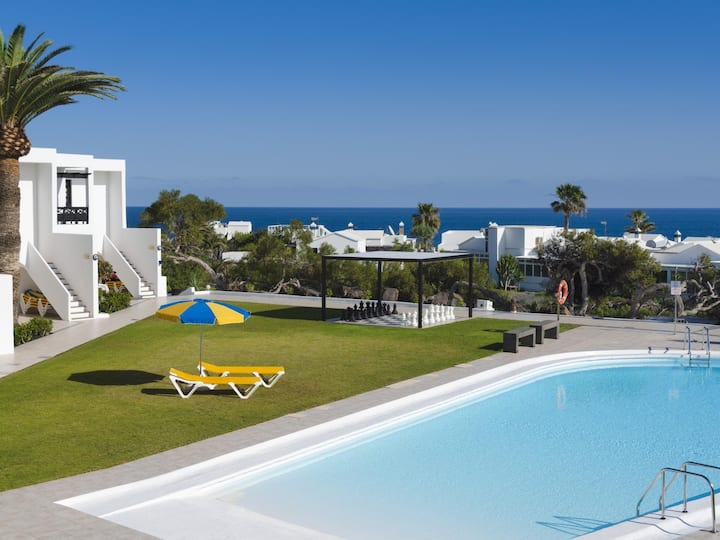 Charco del Palo apartments no. 26, amazing sea view, only 170m to the sea, pool