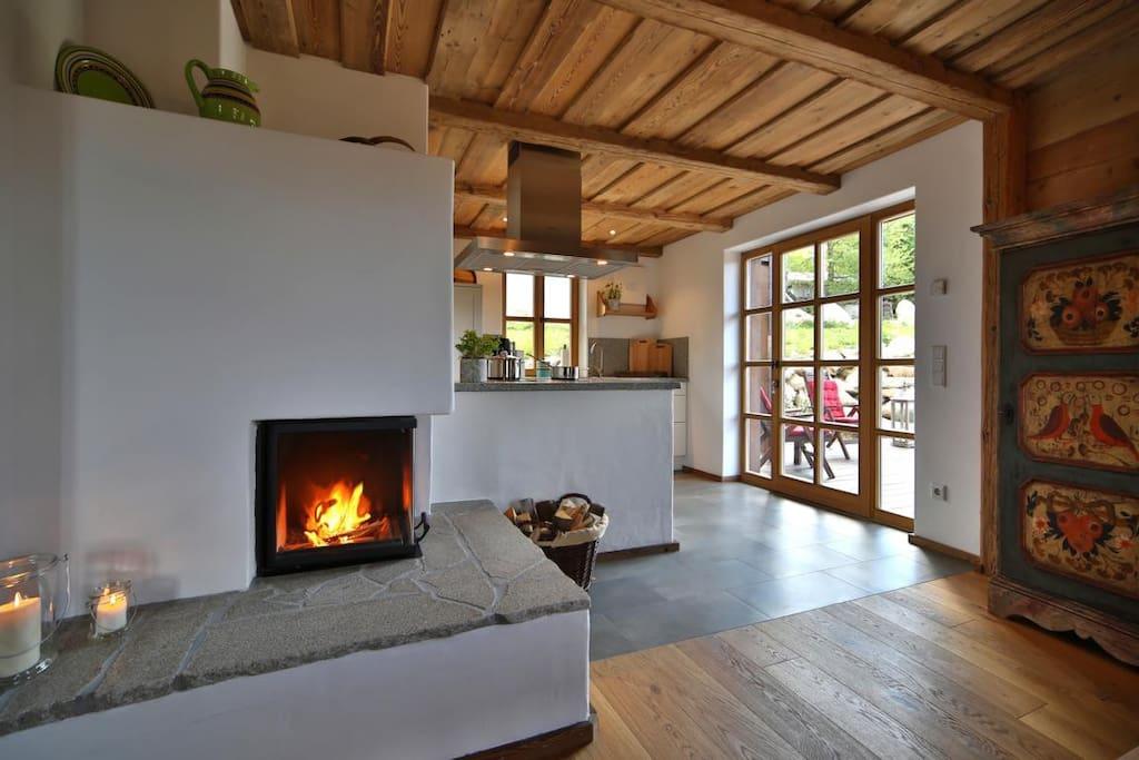 Wohnküche mit Kamin