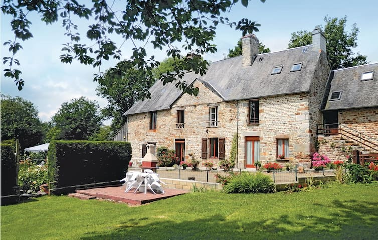 Semi-Detached with 1 bedroom on 95m² in MORTAIN BOCAGE