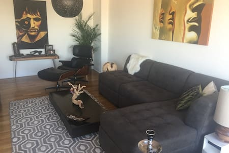 3 bedroom, 1.5 bath entire apart with sweeping Manhattan views from all rooms. Close to subway, bars, cafes, restaurants and prospect park. 15 min train ride to east village.  Apartment features luxury furnishing, cable, wifi. 2 queen size beds and 2 twin blow up mattresses.  Washer/Dryer in the building