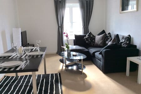 BRISTOL 2/3 BEDROOM WARM COZY FLAT - Μπρίστολ
