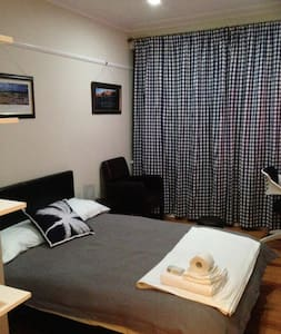 Lovely F/F Room Dble Bed - Braddon - Bed & Breakfast