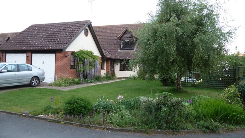 Friendly family home near Ipswich, Barham /Claydon - Barham - Hus
