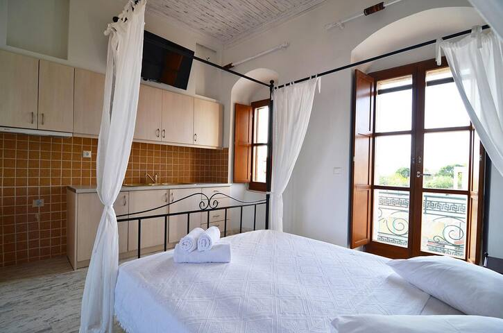 Sophia Areopoli Balcony Room