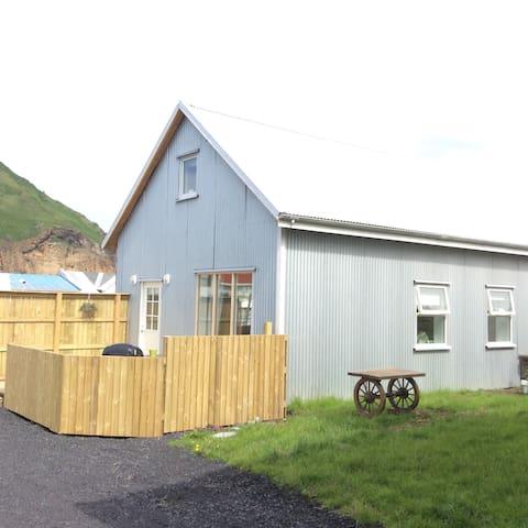 Eyjakot guesthouse - Vestmannaeyjabær - Hus