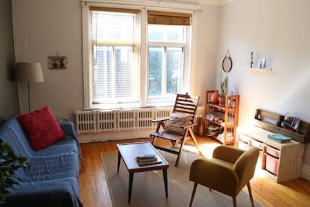 It's ideal for a couple with or without baby. It's a quiet and pleasant apartement with room. You'll feel good quickly thanks to the wood floor and the bright rooms. You also could enjoy balcony and the nice neighbourhood!