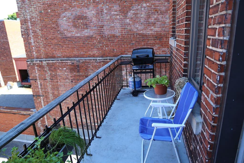 Balcon avec BBQ