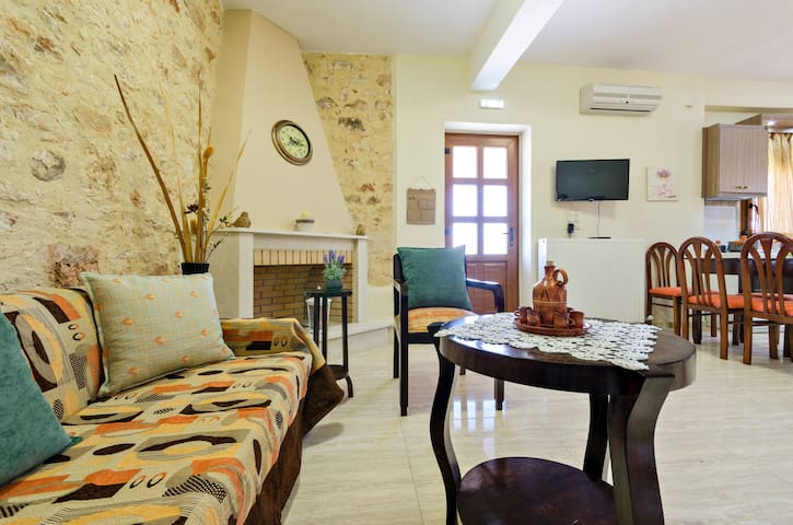 Sklavaki Traditional Apartments Upstairs - Rethimnon - Casa