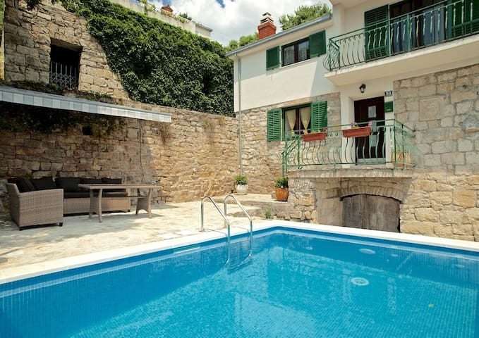 Amazing villa near Split with private pool - Žrnovnica - Casa