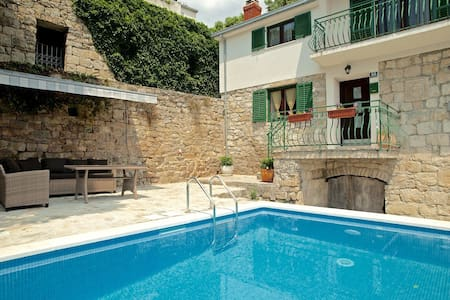 Amazing villa near Split with private pool - Žrnovnica - Hus