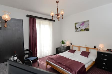 Double Room in Budai Hotel*** - Bed & Breakfast