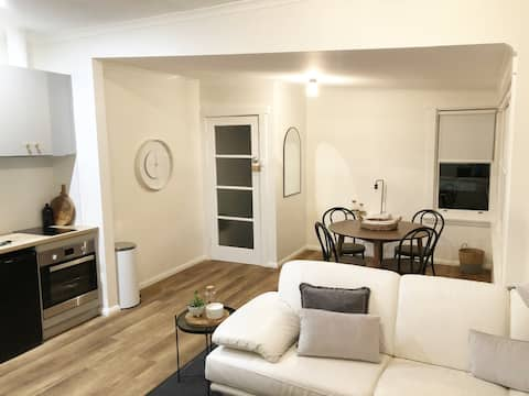 Stylish Renovated Apartment with Views in Newstead