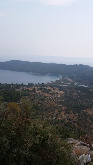 Topview vanuit de bergen (met de auto 20 min)