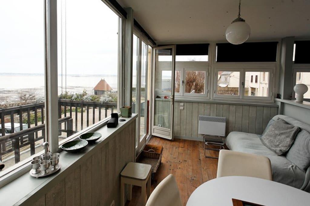 studio avec terrasse vue sur mer appartements louer villerville basse normandie france. Black Bedroom Furniture Sets. Home Design Ideas