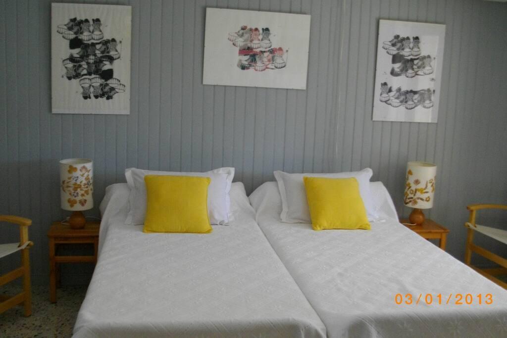 Chambre 2 lits accès véranda
