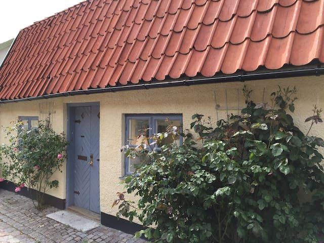 Visby, cosy house inside ring wall - Visby - Casa