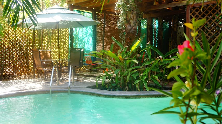 Private Oasis in Fun Beach Town - Tamanique - Huis