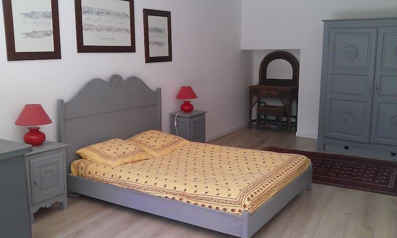 Grande chambre dans mas provencal  - Saint-Zacharie