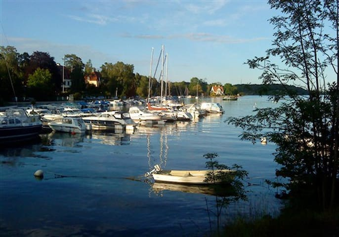 Own house with oceanview near city! - Nacka - Apartamento
