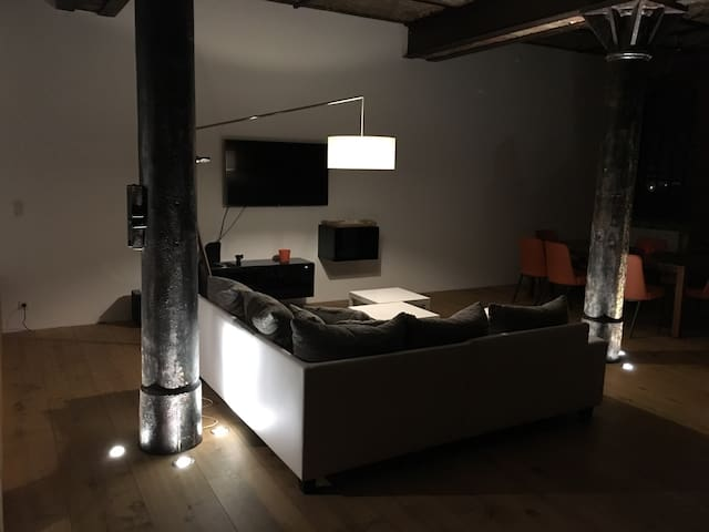 Beau et spacieux loft rénové, 130m2 - Uckange - Departamento