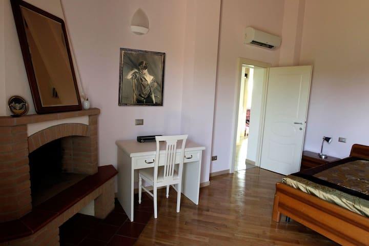 Accogliente stanza in  campagna - Dozza - Bed & Breakfast