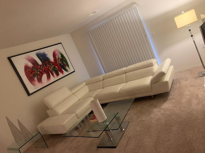 Very nice & Modern private room in Columbia Apt.
