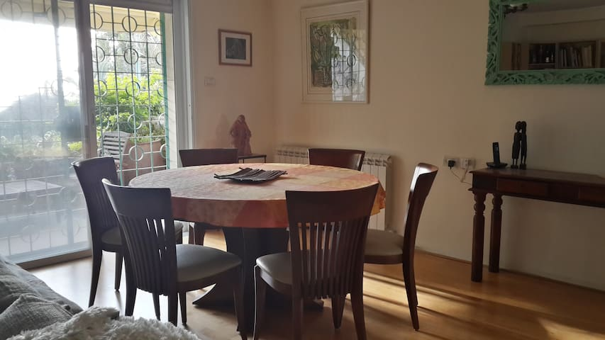 dining table sits 6