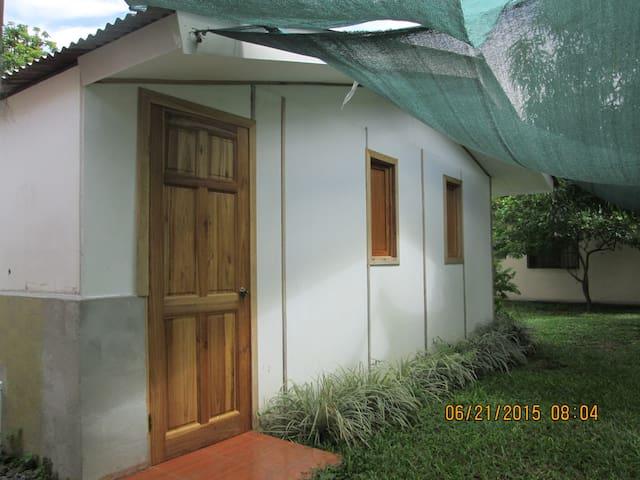 Alquilo habitaciones - Alajuela, Orotina Centro. - บ้าน