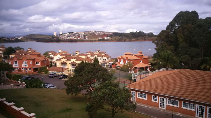 3 beds/1 suite with nice lake view! - Nova Lima - House