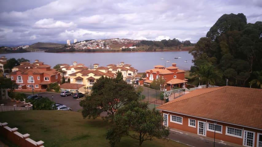 3 beds/1 suite with nice lake view! - Nova Lima