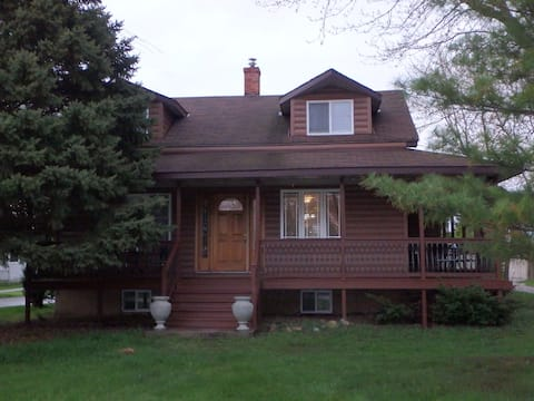 Country Home for 6 w/pool (10 with B&B next door)