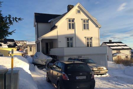 Sigrids rom inkl. frokost - Harstad - Villa