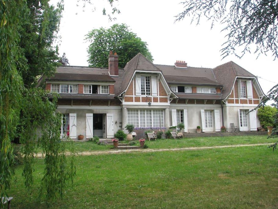 Chambre louer dans belle demeure houses for rent in eaubonne le de france france - Chambre a louer ile de france ...