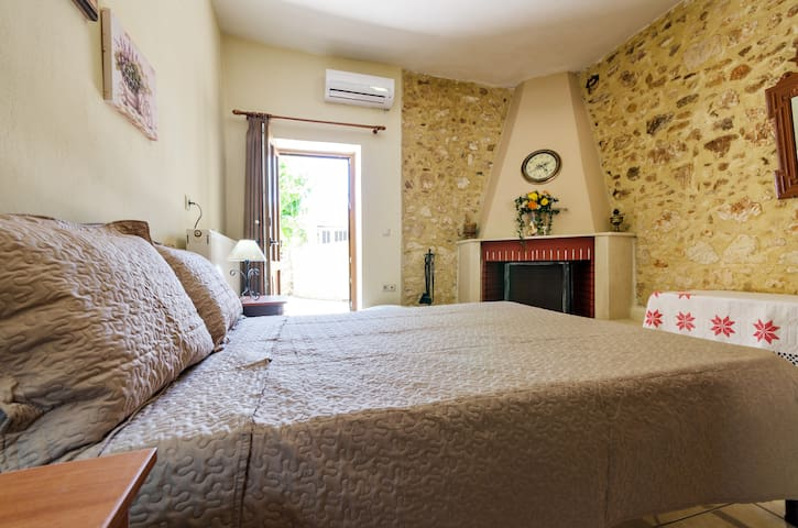 Sklavaki Traditional Apartments Ground Floor - Μελιδόνι - บ้าน