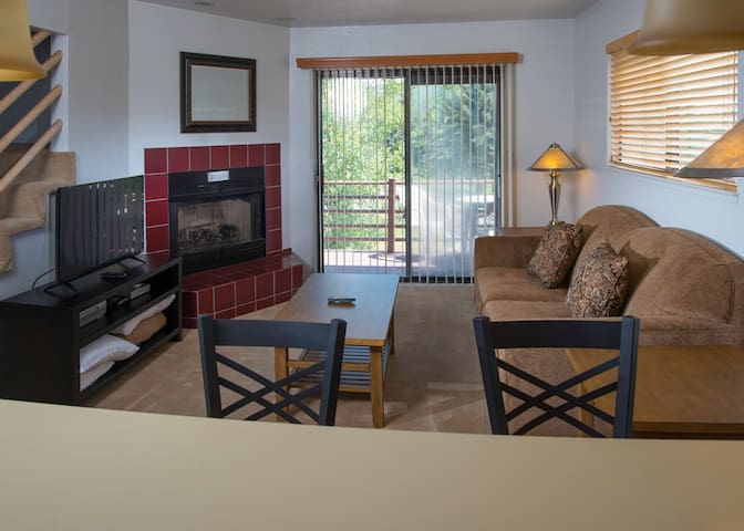 Family-friendly Condo w/ Clubhouse, Pool & Hot Tub