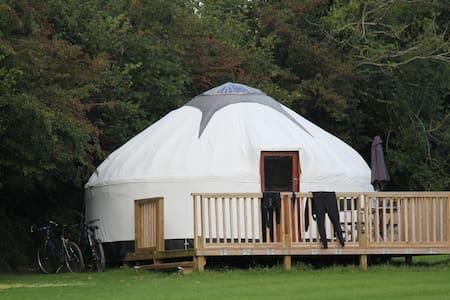 Luxury Cornish Yurts with Hot Tub - Merrymeet - Γιούρτα