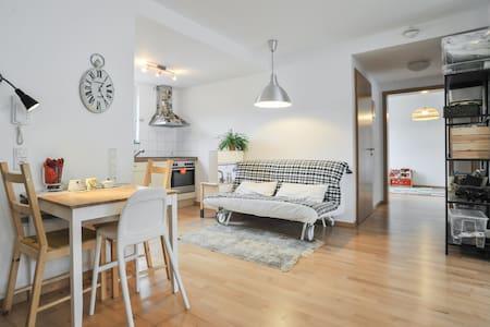Beautiful room in Nürtingen - Nürtingen - Wohnung